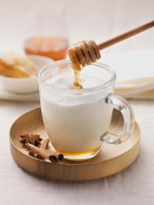 Traditionsgetränk: Heiße Milch mit Honig wirkt beruhigend