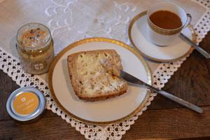 Paleo Frühstück mit Honig und Tee