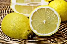 Zitronen für Limonade mit Saft